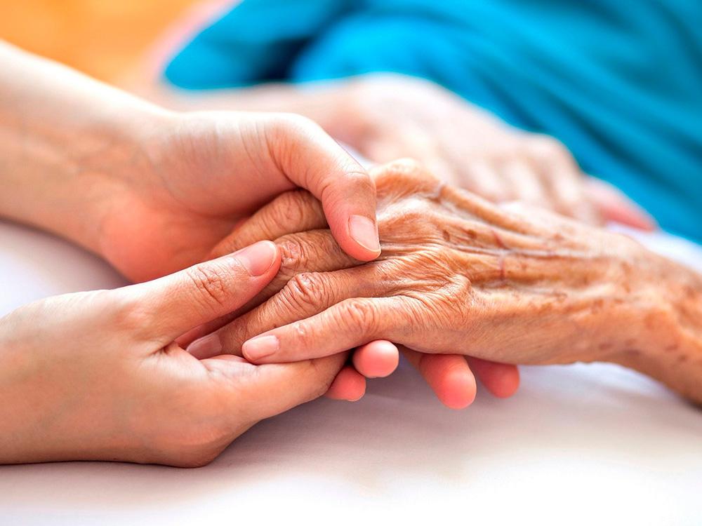 Стареющая рука, молодые руки