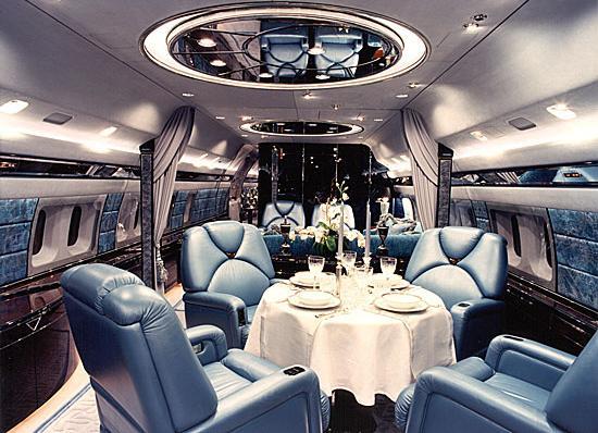 """Смитсоновский институт в США начал предлагать роскошный тур под названием  """"Вокруг Света на Частном Самолете """"."""