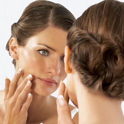 Главной особенностью жирной кожи лица является интенсивная работа ее желез и, как следствие...