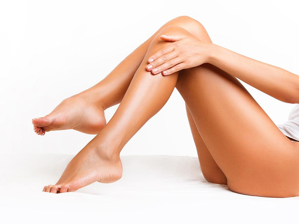 Женские ноги после лазерной эпиляции волос