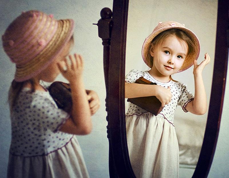 Девочки перед зеркалом фото 692-503